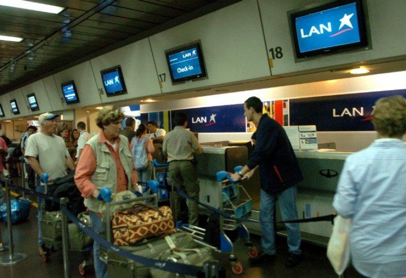 Demoras en Aeroparque y Ezeiza por asamblea de pilotos de LAN.