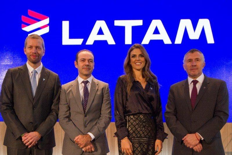 Jerome Cadier, Mauricio Amaro, Claudia Sender y Enrique Cueto en el lanzamiento de la marca LATAM el 6 de agosto.