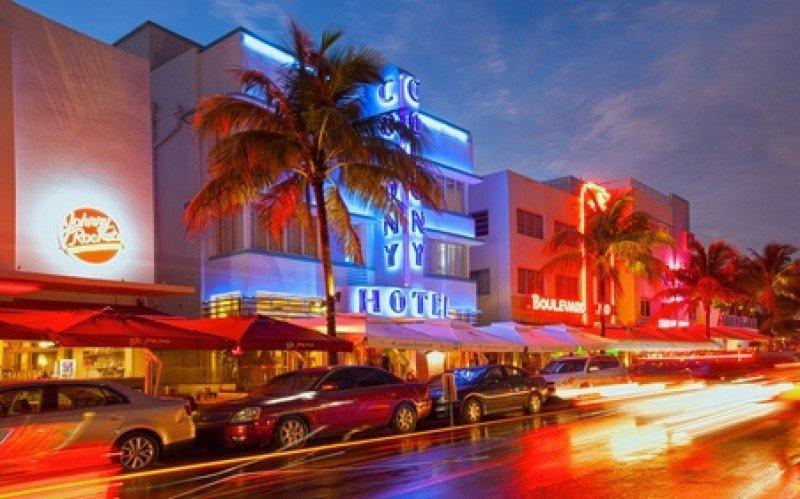 Ocean Drive, epicentro de la vida nocturna de Miami Beach. #shu#