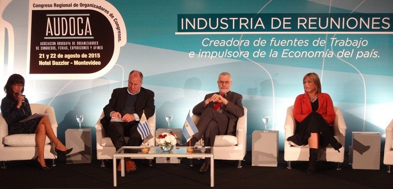 Graciela Sánchez, presidenta de Audoca; Ernesto Murro, minsitro de Trabajo, subsecretario de Turismo, Benjamín Liberoff, y directora de Turismo de Montevideo, Elizabeth Villalba.