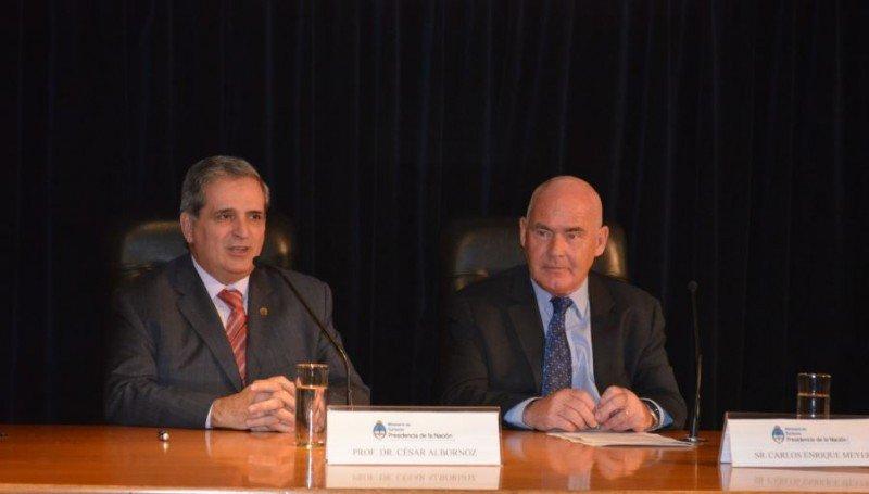 César Albornoz, decano de la Facultad de Ciencias Económicas de la UBA; Enrique Meyer, ministro de Turismo.