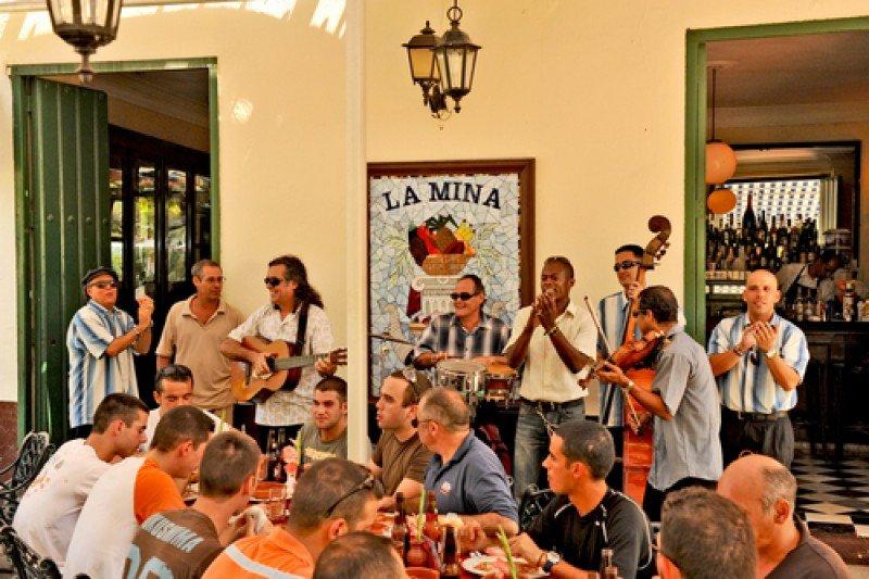 Cuba proyecta que 2015 será un año récord para el turismo. #shu#