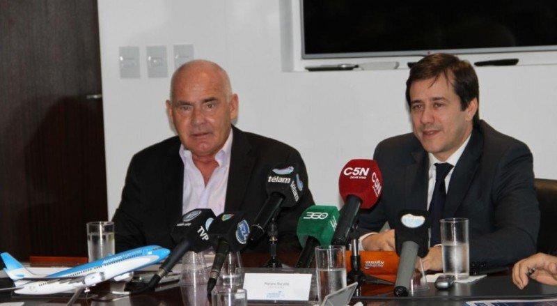 Enrique Meyer (Ministro de Turismo de Argentina) y Mariano Recalde (Presidente de Aerolíneas Argentinas).