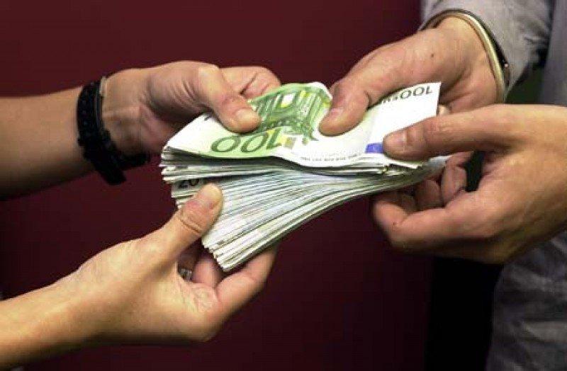 Las agencias francesas consideran que el límite a 1.000 € de los pagos en efectivo les perjudica