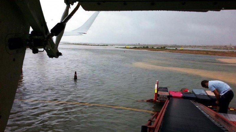 Fotonoticia: el Aeropuerto de Palma, inundado tras la tromba de agua y granizo