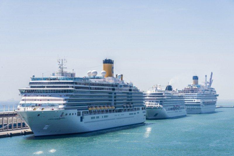 Cruceros en Barcelona. El próximo domingo 13 de septiembre será un día punta pues se prevé que 27.000 cruceristas pasarán por el puerto para embarcar o desembarcar de siete barcos. #shu#