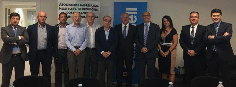 Una nutrida representación del sector empresarial y de los directivos de Banco Sabadell confirmaron el interés de la entidad financiera en el sector turístico.