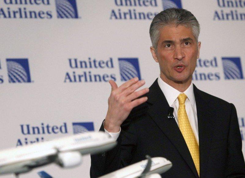 Un hispano al frente de United Airlines tras la salida abrupta del CEO Jeff Smisek
