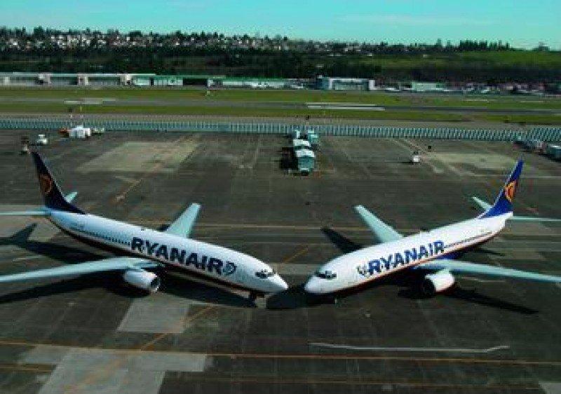 Ryanair abre en Santiago su base número 74 y la 12 en España