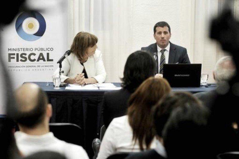 Procuradora del Tesoro de la Nación, Angelina Abbona y Carlos Gonella, fiscal general a cargo de la Procuraduría de Criminalidad Económica y Lavado de Activos. (Foto: Telam).