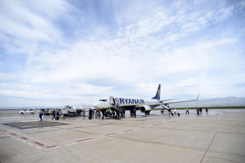Castellón recibe su primer vuelo regular, a cuatro años y medio de su inauguración (vídeo)