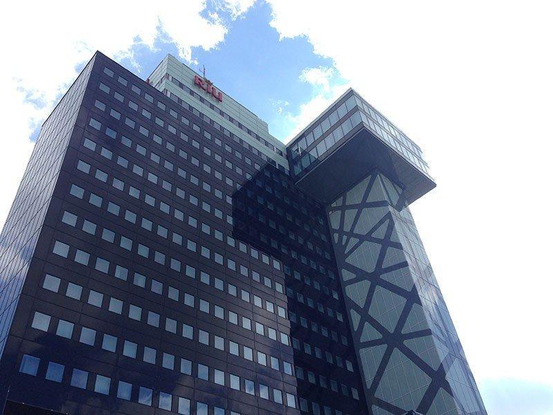El Riu Plaza Berlín dispone de 357 habitaciones repartidas en sus 17 pisos de altura.