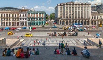Los estadounidenses podrán tener oficinas en Cuba en sectores como empresas de viajes. Tony Zelenoff/ #shu#