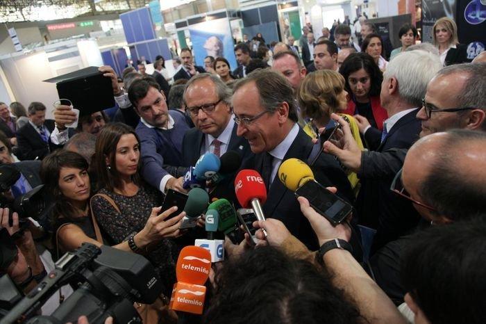 El ministro de Sanidad, Alfonso Alonso, inauguró ayer Termatalia, acompañado por el presidente del ICTE, Miguel Mirones.