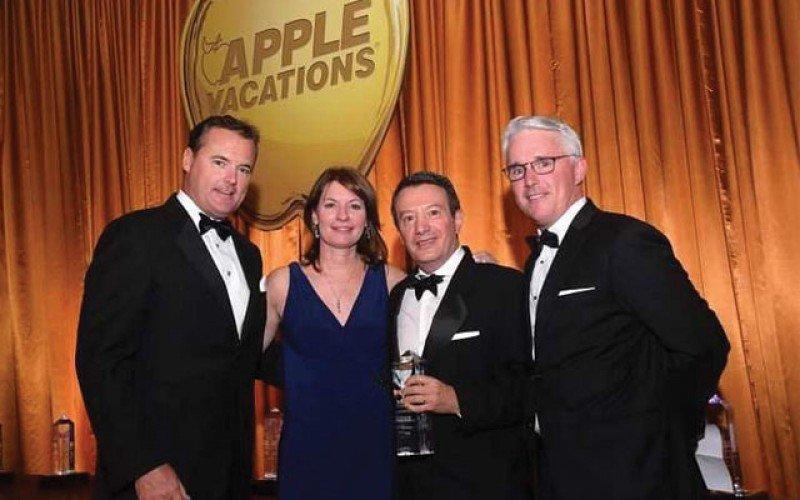 De izquierda a derecha, Tim Mullen, presidente de Apple Vacations; Sandy Babin, vicepresidenta de Marketing de Apple Vacations; Gonzalo del Peon, presidente de AMResorts; y Jeff Mullen, responsable de Distribución de Apple Leisure Group.