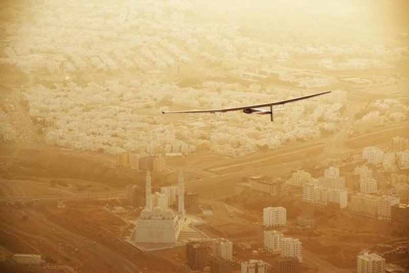El Solar Impulse 2 sobrevolando India.