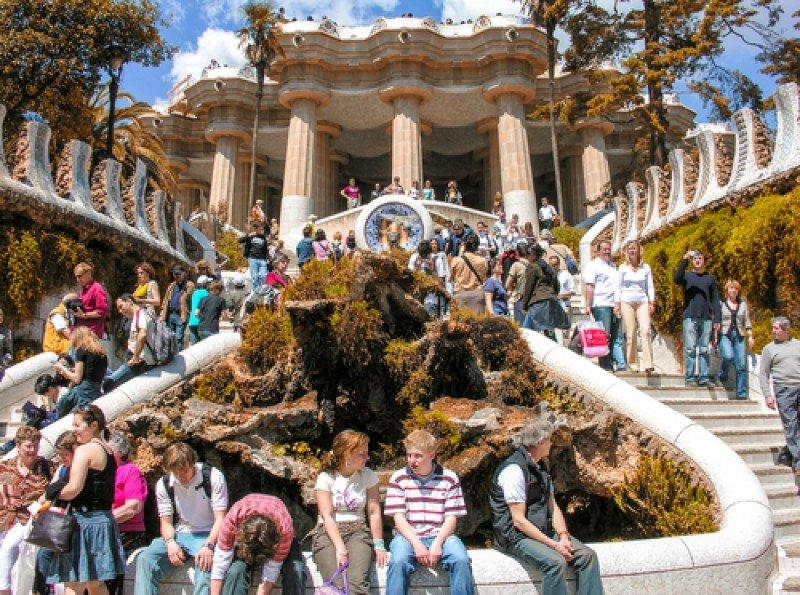 Turistas en el parque Güell de Barcelona. #shu#