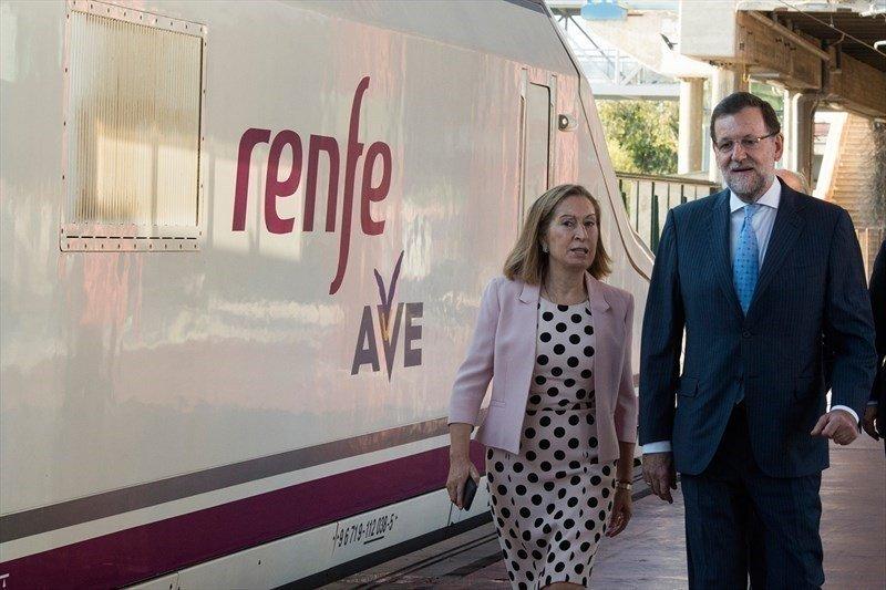 Ana Pastor y Mariano Rajoy durante la inauguración dle nuevo tramo.