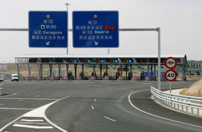 El tráfico de las autopistas de peaje se dispara entre enero y julio, asegura Fomento.