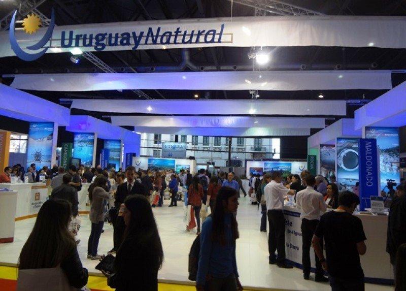 Stand de Uruguay en la feria FIT 2015.