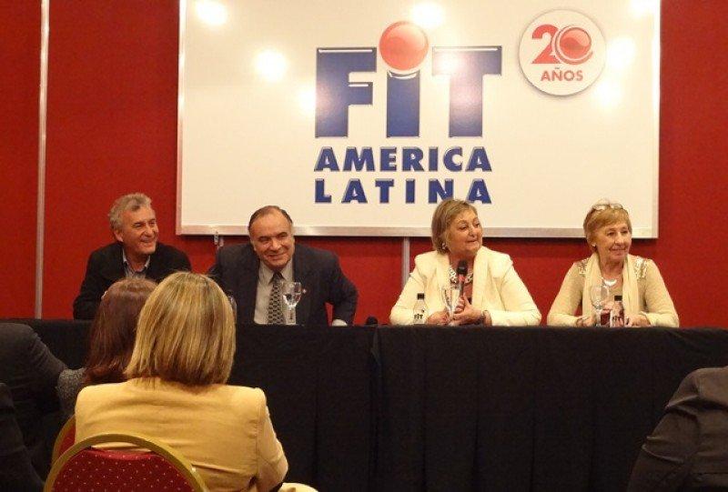 Liliam Kechichian y el embajador de Uruguay en Argentina, Héctor Lescano, presentaron al país en la feria argentina.
