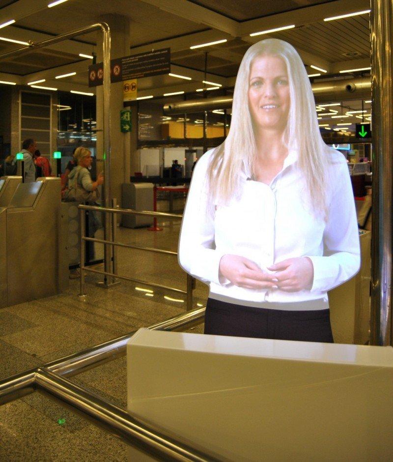 Los asistentes virtuales del aeropuerto mallorquín emiten los mensajes en español, catalán, inglés y alemán.