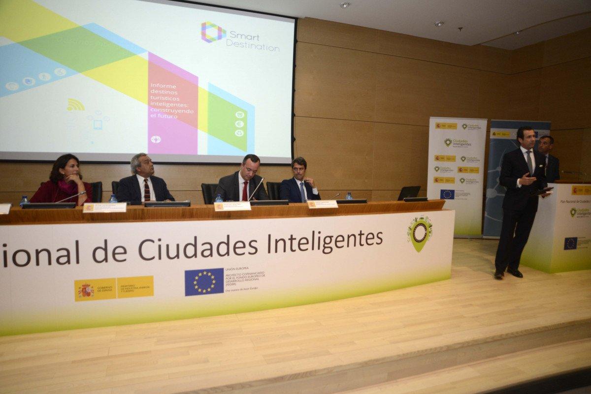 El acto estuvo presidido por el secretario de Estado de Telecomunicaciones y para la Sociedad de la Información, Víctor Calvo-Sotelo. También participó la secretaria de Estado de Turismo, Isabel Borrego, y el presidente de Segittur, Antonio López de Ávila, entre otros.