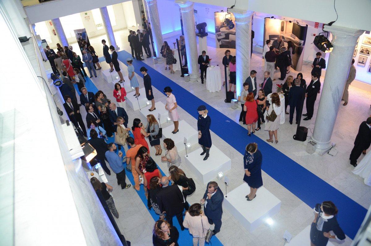 La compañía organizó una exposición en la que destacó una muestra de la indumentaria lucida por las azafatas desde el nacimiento de Air France.