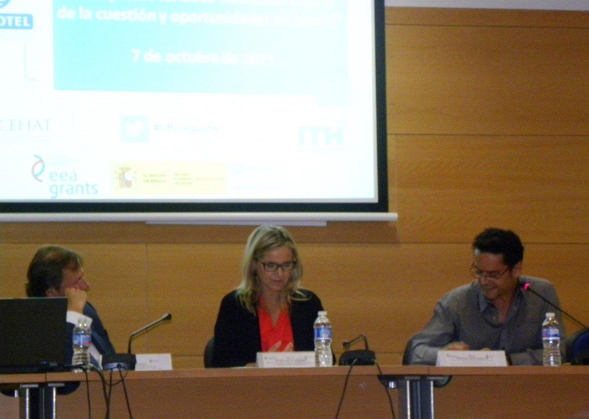 Ramón Estalella, Pilar Laguna, decana de la Facultad de Ciencias Jurídicas y Sociales de la URJC, y Antonio López Serrano.