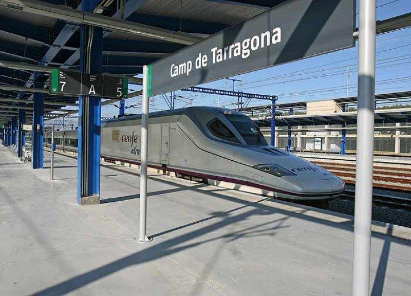 Unos 7.000 pasajeros afectados por la interrupción del sevricio de AVE en Cataluña