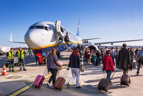La ciudade más pequeñas quieren dinamizar el destino y el aeropuerto con aerolíneas low cost. #shu#