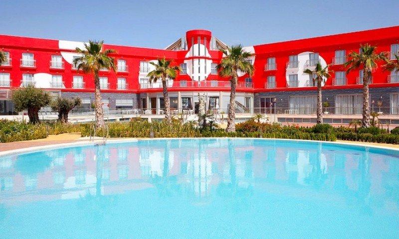 La propiedad del hotel denuncia la decisión unilateral de BlueSense de abandonarlo un día antes del puente y con casi plena ocupación.