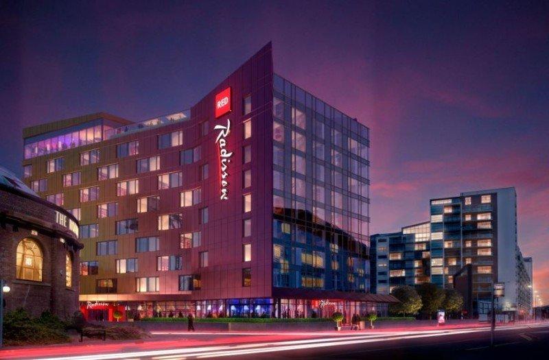 El grupo hotelero abrirá tres Radisson Red en Sudamérica y uno en Estados Unidos.