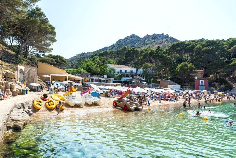 Playa en Aiguablava. La Costa Brava es el principal destino de los turistas franceses que viajan a Cataluña.