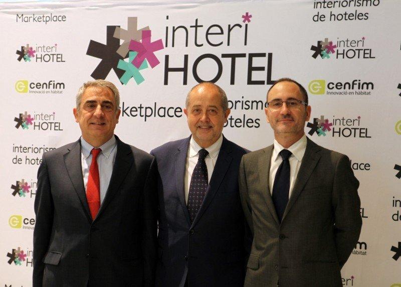 (De Izq. a Da.) Ramón Gabarró, presidente de  CENFIM; Felip Puig, conseller d'Empresa i Ocupació de la Generalitat de Catalunya; y Joaquim Solana, director de CENFIM.