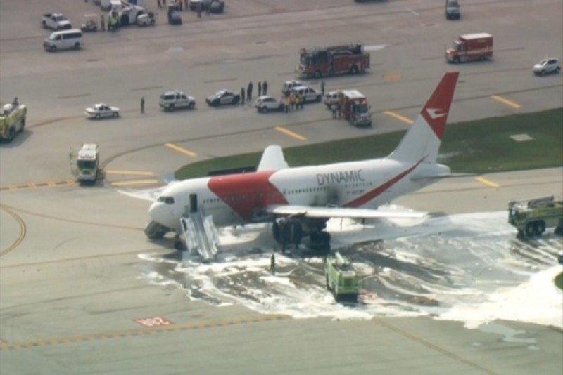 Al menos 21 pasajeros heridos, uno grave, al incendiarse un avión en un aeropuerto de Florida