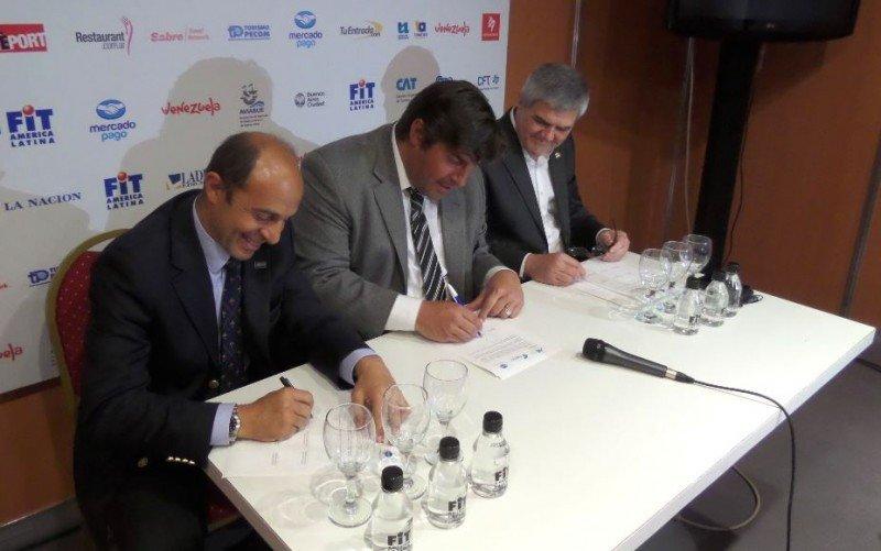 De izq a der: Aldo Elías (AHT); Fabricio Di Giambattista (FAEVYT) y Roberto Brunello (FEHGRA).
