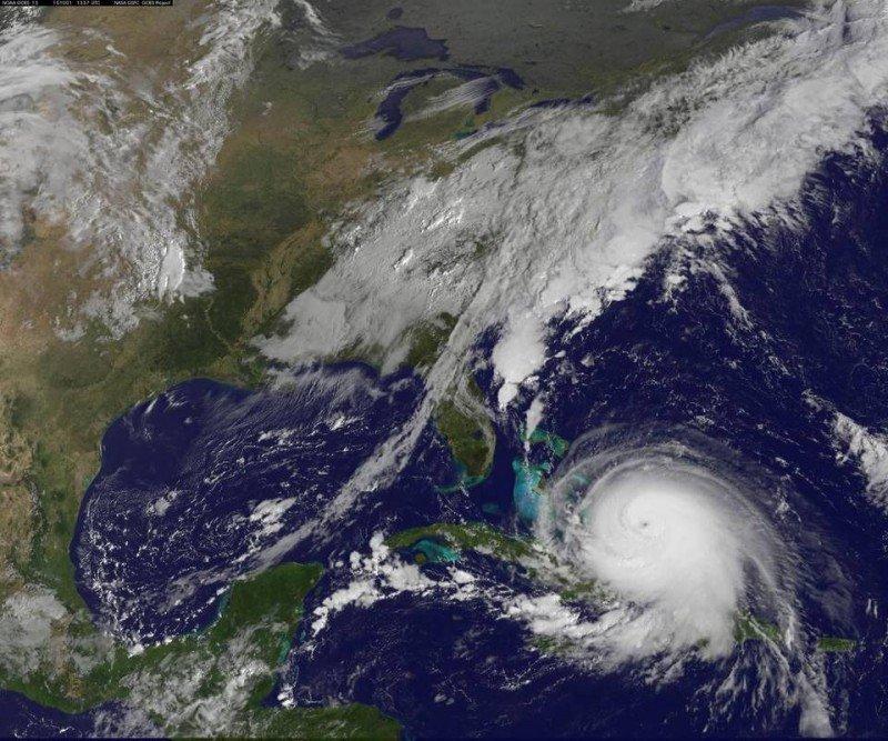 Tras afectar las Bahamas el huracán enfila hacia el noroeste. Foto: NHC/NASA