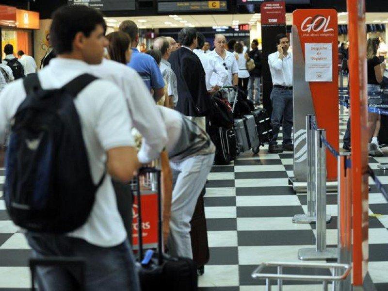 Aerolínea brasileña Gol reduce oferta local y sube tarifas en agosto