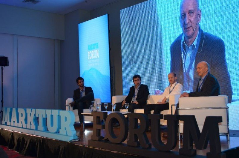 De izq a der: Jonathan Stern (Mercadopago); Federico Gustavo Tozzi (Reverence); Pablo Gil (Facebook); Edgardo Regatky (moderador del panel sobre e-commerce).