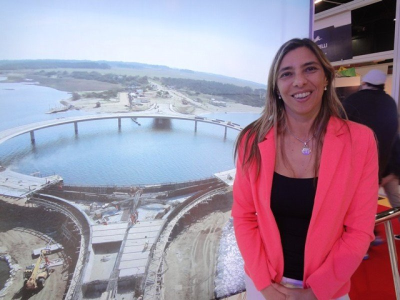 Ana Claudia Caram, directora de Turismo de Rocha, confía en el atractivo y la conectividad que ofrecerá el nuevo puente de la Laguna Garzón.
