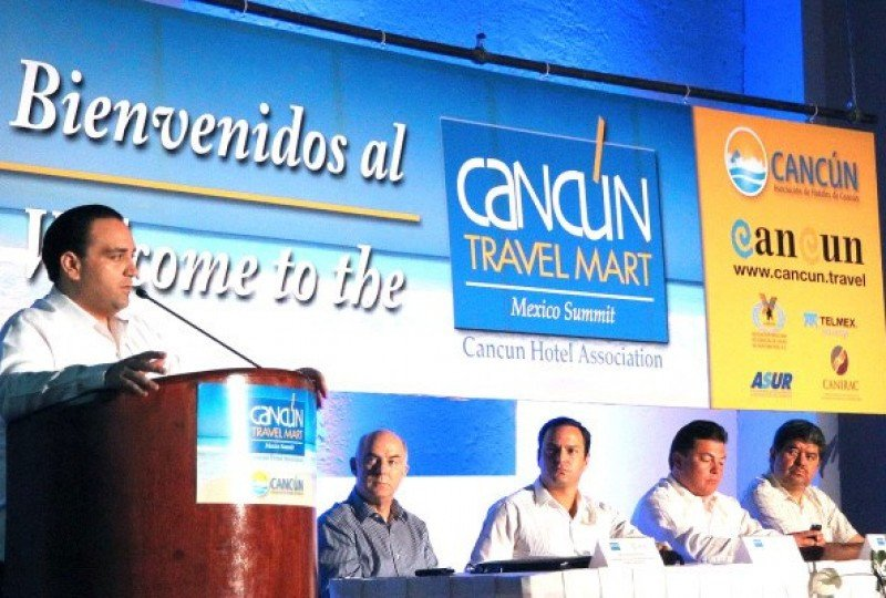 Cancún Travel Mart Summit.