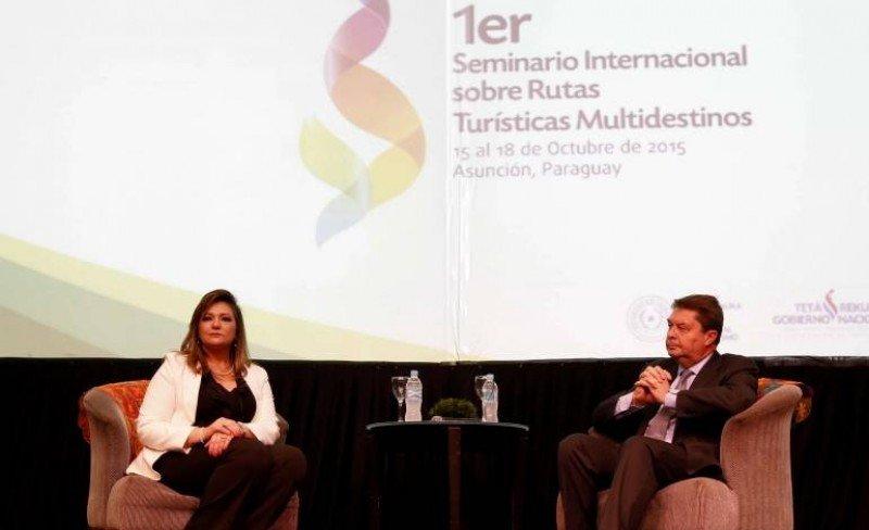 La ministra paraguaya de turismo, Marcela Bacigalupo, junto a Carlos Vogeler de la OMT.
