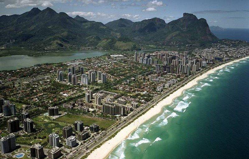 Barra da Tijuca tiene 18 kilómetros de playas, parques, lagos y reservas naturales.