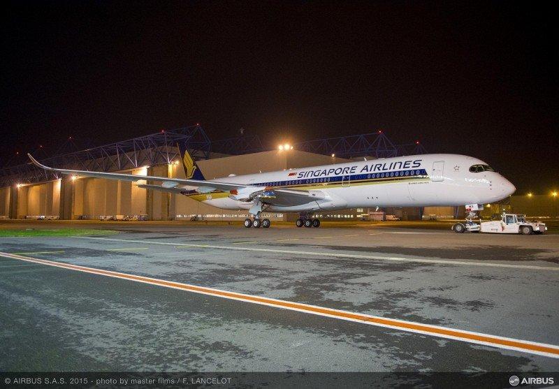 El primer A350-900 ULA ha sido pintado y distinguido con la librea de Singapore Airlines en la planta de Airbus en Toulouse.