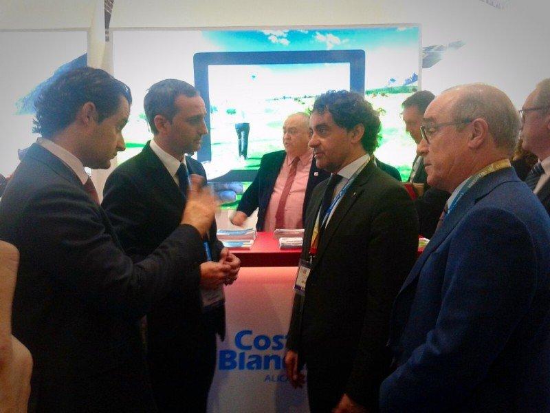 El presidente de HOSBEC, Antonio Mayor, con el secretario autonómico, Francesc Colomer; el presidente de la Diputación, César Sánchez; y el Diputado de Turismo, Eduardo Dolón, en la WTM.