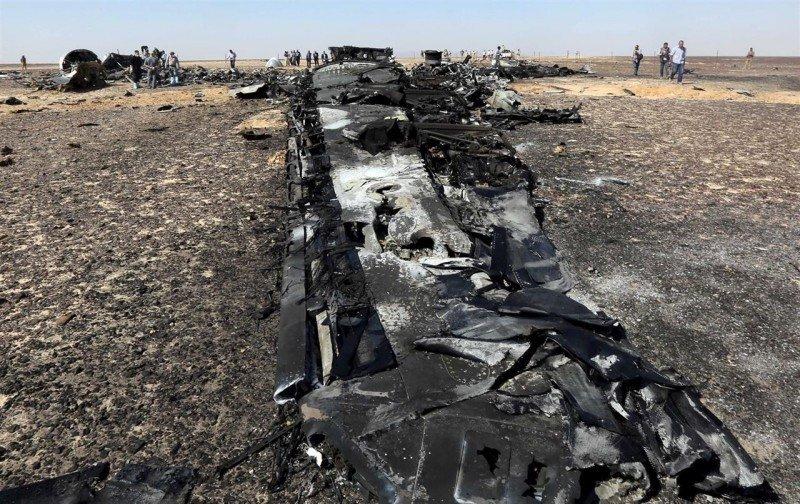 Putin ordena la suspensión de vuelos rusos con Egipto y Obama respalda la versión de la bomba