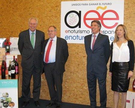 Presentación de la nueva marca y de la asociación en Madrid, con la asistencia de José Luis Bonet -segundo por la izquierda-, presidente de la Cámara de España.