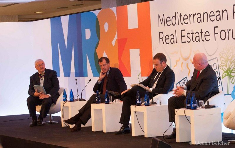 De izq. a dcha, Russell Kett, de HVS London; Henri Giscard d'Estaing, Club Med; Gabriel Escarrer, Meliá Hotels International; y Hugo Rovira, NH Hotel Group.