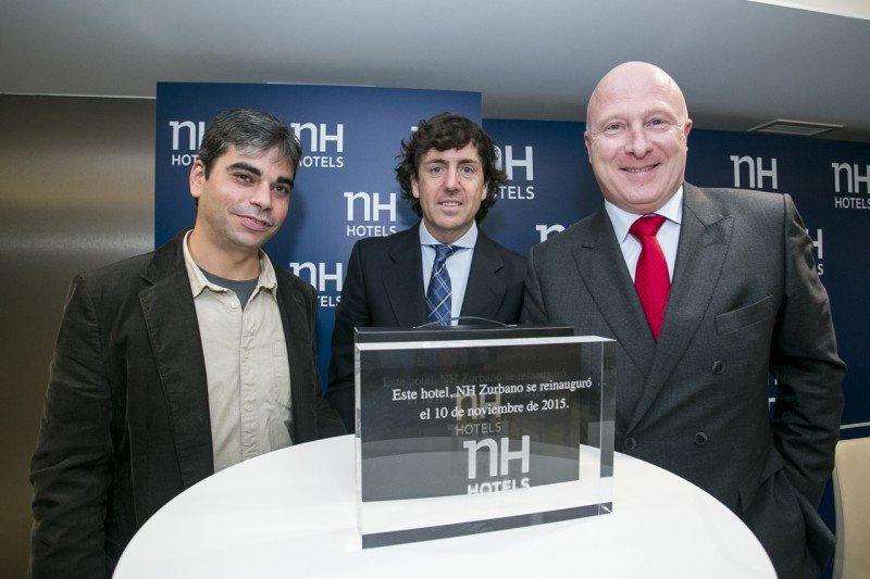 De izq. a dcha, el concejal Jorge García Castaño; el director del hotel, Andrés Botín; y Hugo Rovira.